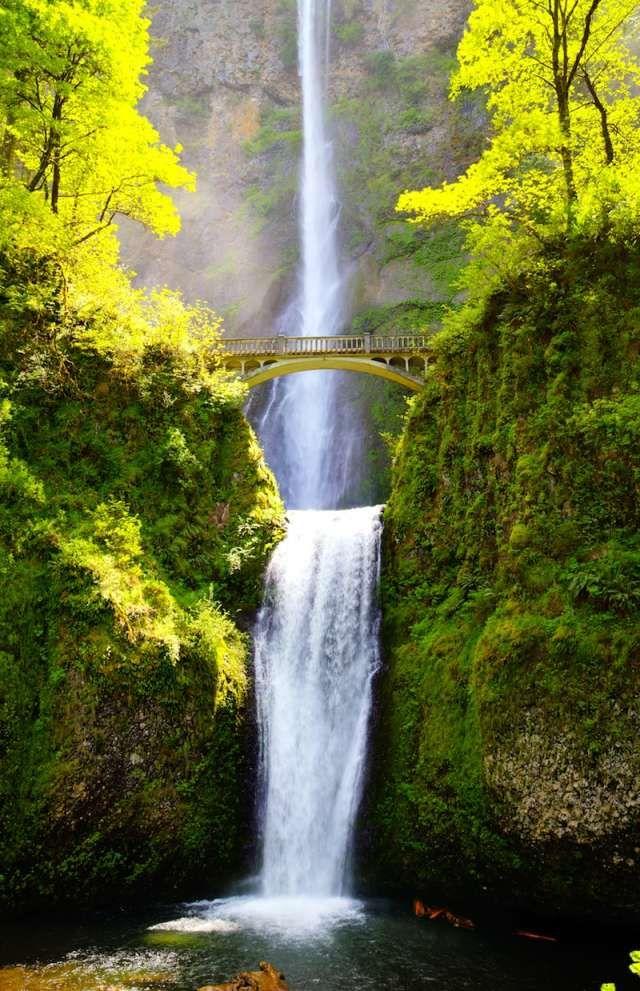 پل بالای آبشار