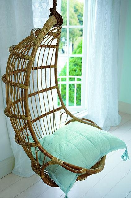 صندلی متصل به دیوار
